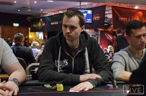 Tom hall poker jabracada jpg 590x391